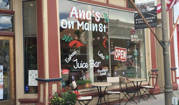 outside building of juice bar Ana's On Main Street